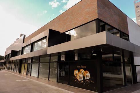 Centro comercial Marquês de Olinda: Lojas e espaços comerciais  por Cecyn Arquitetura + Design