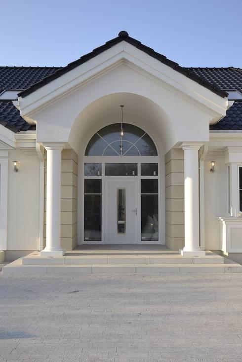 Maisons de style de style Moderne par MG Projekt Projekty Domów