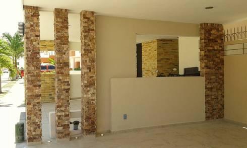 Remodelación Casa Coto 9: Pasillos y recibidores de estilo  por Grupo Deyco