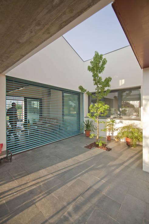 Casas de estilo moderno por MapOut