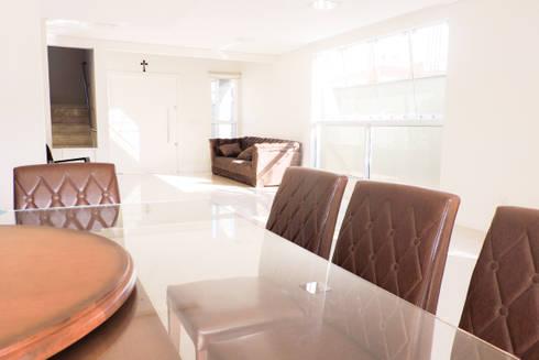 Casa RM53: Salas de jantar modernas por Cecyn Arquitetura + Design