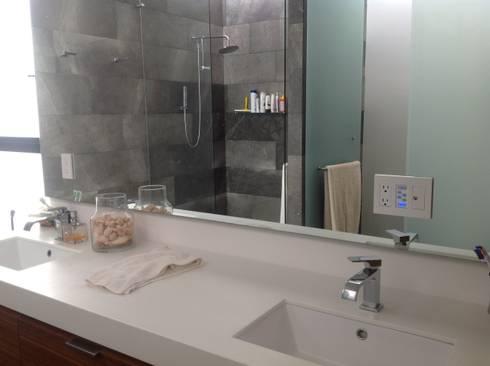 Residencia CB675: Baños de estilo  por Domótica y Automatización Integral
