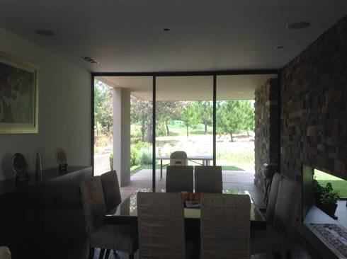 Residencia CB675: Comedores de estilo moderno por Domótica y Automatización Integral