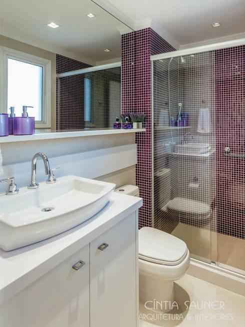 banho suite filha: Banheiro  por Cintia Sauner Arquitetura e interiores