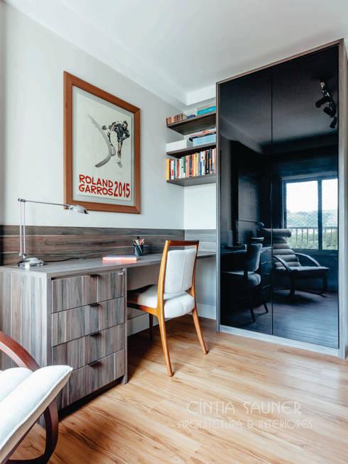 workspace: Gabinete  por Cintia Sauner Arquitetura e interiores
