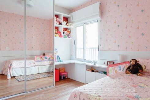 dormitorio filha caçula: Quarto de crianças  por Cintia Sauner Arquitetura e interiores