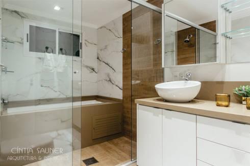 banho casal: Banheiro  por Cintia Sauner Arquitetura e interiores