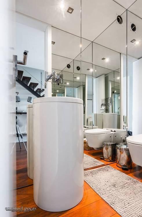 Service bathroom: Casa de banho  por EPphotography