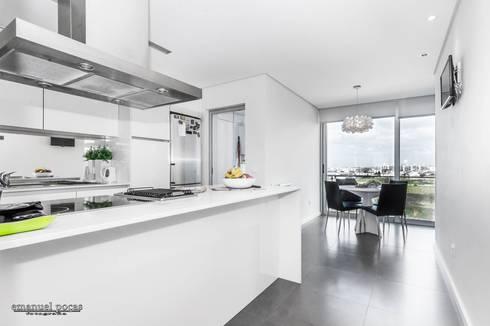 Kitchen: Cozinha  por EPphotography