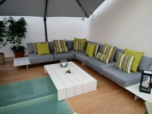 SALA NEVERLAD MEDIANA COLOR GRIS : Balcones y terrazas de estilo moderno por SINDO OUTDOOR