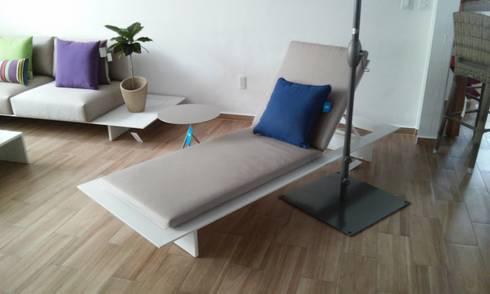 CAMASTRO NEVERLAD  COLOR KAKHY: Albercas de estilo minimalista por SINDO OUTDOOR