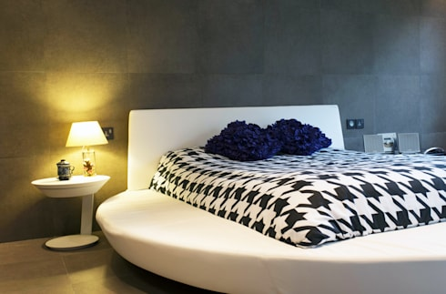 Tycoon Place: modern Bedroom by Another Design International