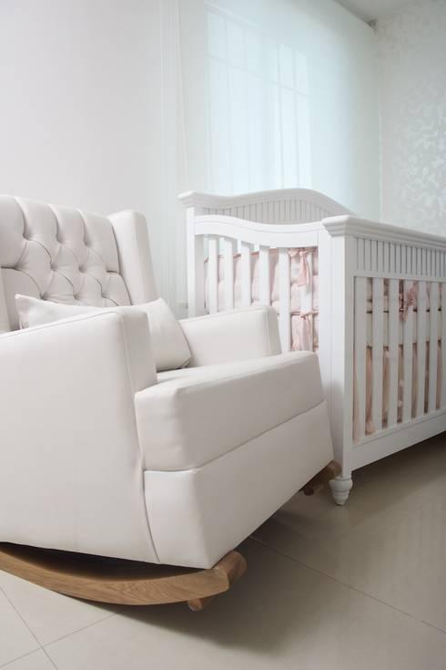 Dormitorio infantil bebe : Habitaciones infantiles de estilo  por Monica Saravia