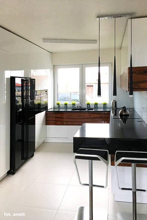 Realizacja projektu Dom w moliniach: styl , w kategorii Kuchnia zaprojektowany przez ARCHON+ PROJEKTY DOMÓW