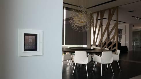 Villa TM: Comedores de estilo moderno por Domótica y Automatización Integral