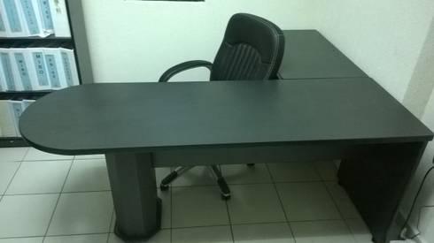 Escritorio para Oficina en L: Oficinas y tiendas de estilo  por Muebles Modernos para Oficina, S.A.