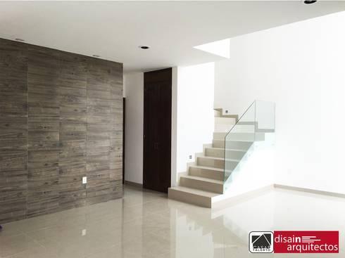 Casas Talento 2N ( ENA, STIRI, BELA): Pasillos y recibidores de estilo  por disain arquitectos