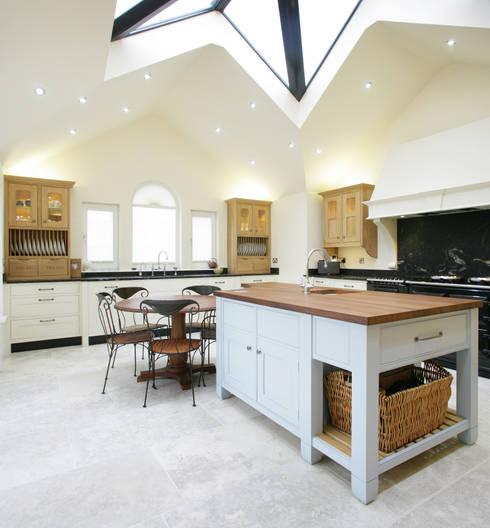 Freestanding Kitchen:  Kitchen by Sculleries of Stockbridge