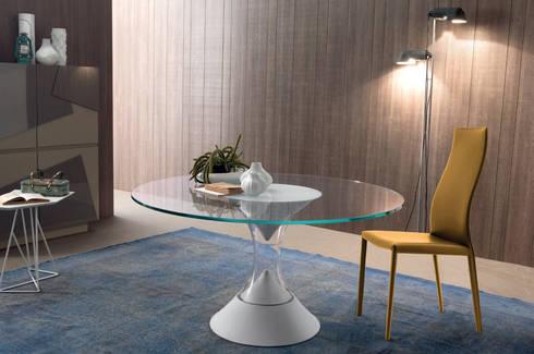 http://intense-mobiliario.com/pt/mesas-de-refeicoes/8400-mesa-lucas.html: Sala de jantar  por Intense mobiliário e interiores;