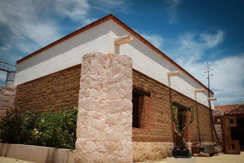 Casa Mezcal Embajador: Museos de estilo  por Additivo al diseño