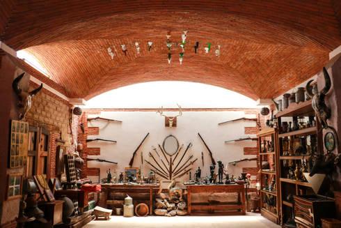 Museo Mezcal Embajador: Museos de estilo  por Additivo al diseño