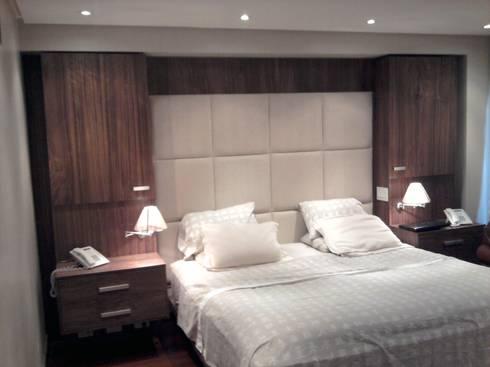 Cama Queen : Dormitorios de estilo  por Decoraciones Santander