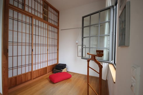 Kleiderschrank: asiatische Ankleidezimmer von Möbelwerkstatt Cadot