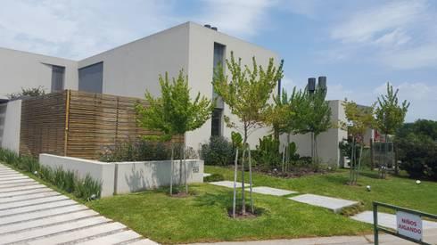 Lagos del Norte: Casas de estilo moderno por estudio|44