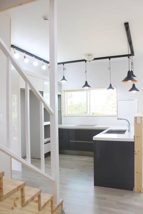 Kitchen by 꿈꾸는목수