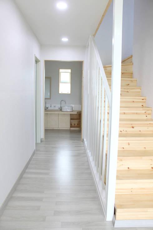 Corridor & hallway by 꿈꾸는목수