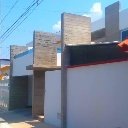 Casa HM1: Casas de estilo minimalista por T+E ARQUITECTOS