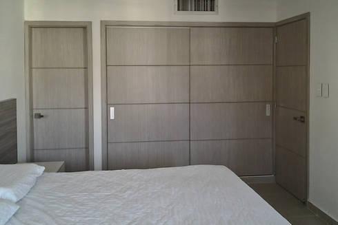 Closet alcoba principal: Habitaciones de estilo moderno por Remodelar Proyectos Integrales