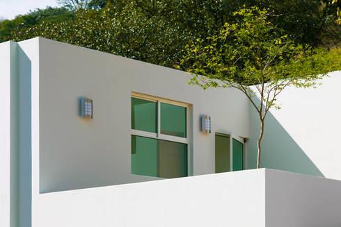 terraza de azotea: Casas de estilo moderno por Excelencia en Diseño