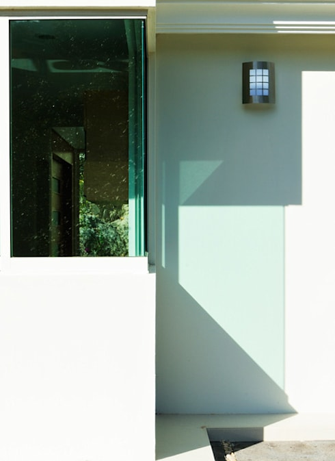 ventanal: Casas de estilo moderno por Excelencia en Diseño