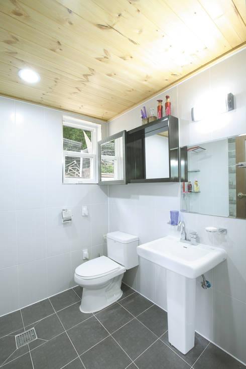 장성 동화 - 지형과 대지를 수용한 북미식 경량목구조주택: 꿈꾸는목수의  화장실