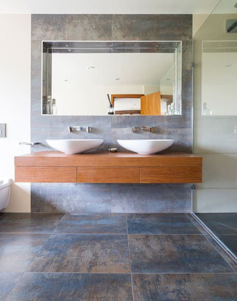 Bagno in stile  di David James Architects & Partners Ltd