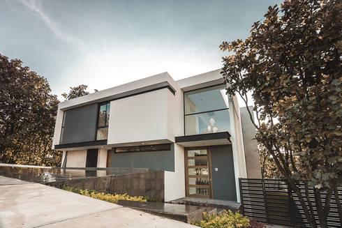 Bosques de Bugambilias: Casas de estilo moderno por 2M Arquitectura