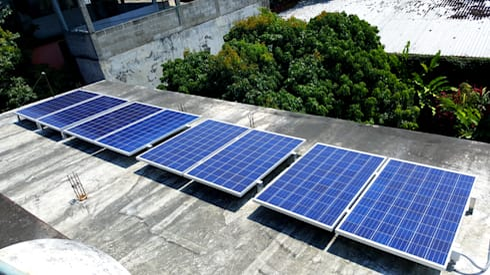8 paneles de 260 watts certificados ante CFE: Casas de estilo industrial por Vumen