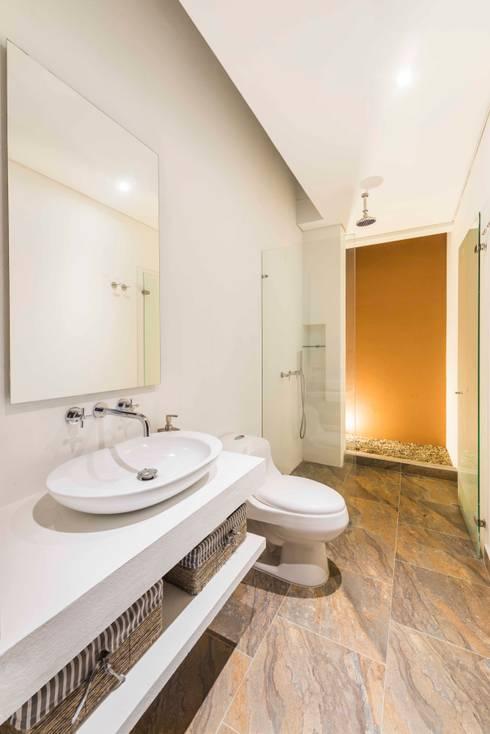 Casa del Patio Ecuestre: Baños de estilo  por David Macias Arquitectura & Urbanismo