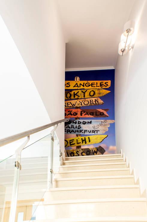Moradia 20 Algarve: Corredores e halls de entrada  por Atelier  Ana Leonor Rocha