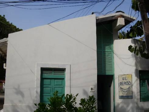 POSADA EL REPOSO: Casas de estilo mediterraneo por DIBUPROY