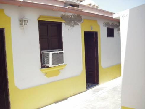 LEVANTAMIENTO Y DIGITALIZADO DE PLANOS PARA POSADAS EN LOS ROQUES: Casas de estilo mediterraneo por DIBUPROY