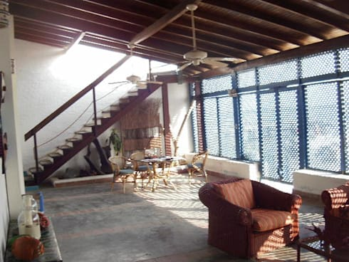 INTERIOR POSADA VISTA AL MAR: Casas de estilo mediterraneo por DIBUPROY