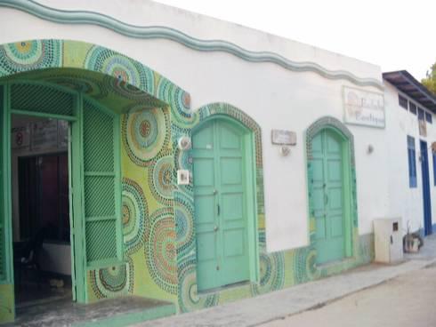 POSADA LAS PALMERAS: Casas de estilo mediterraneo por DIBUPROY