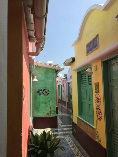 PASILLO POSADA LAS PALMERAS: Casas de estilo mediterraneo por DIBUPROY