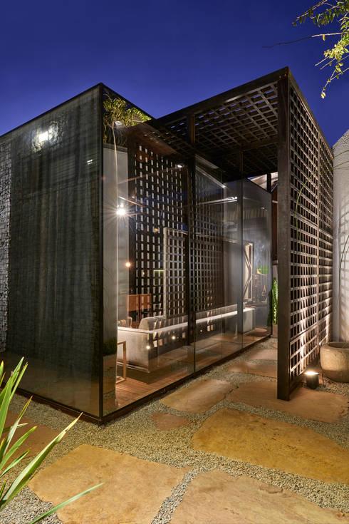 Casa de Vidro: Casas  por Cristina Menezes Arquitetura