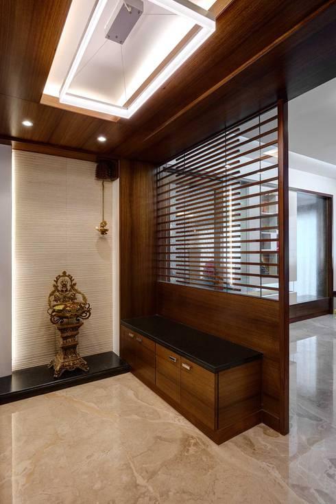 Entrace foyer:  Corridor & hallway by Cubism