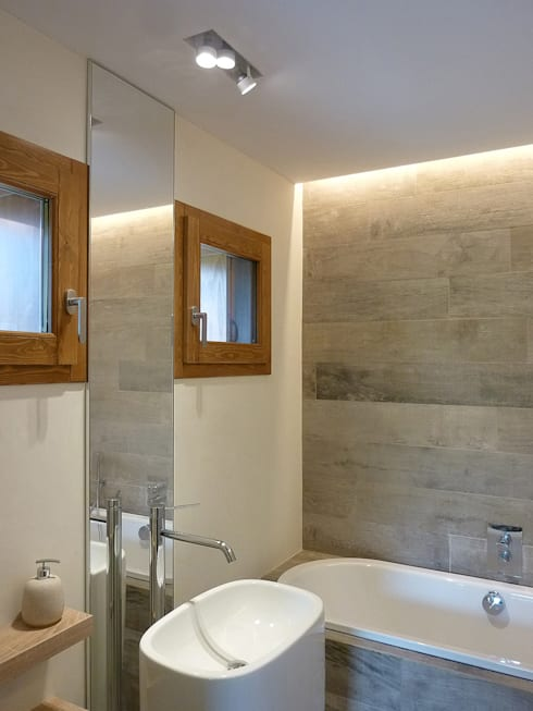 country Bathroom by Stefano Zaghini Architetto