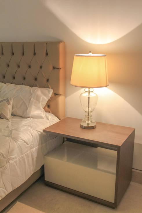 Habitación : Habitaciones de estilo clásico por Monica Saravia