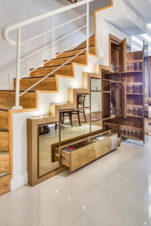 Pasillos y recibidores de estilo  por Juliana Lahóz Arquitetura